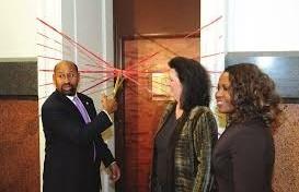 Mayor Michael A. Nutter, former Managing Director Camille Barnett, and Philly311 Director Rosetta Carrington Lue open Philly311 on December 31, 2008.