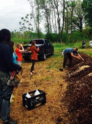 Eric Blasco leading a training on cane fruit.